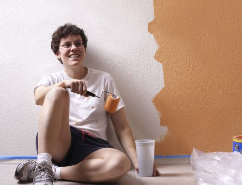 W jaki sposób należy odświeżać ściany pomalowane farbą strukturalną? Czy można, po kilku latach, malować ściany zwykłymi farbami?